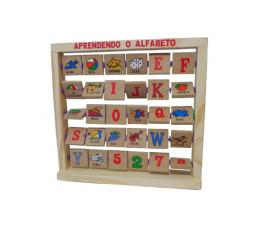 Aprendendo o Alfabeto em Madeira